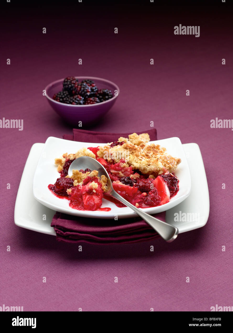 blackberry and apple crumble - Stock Image