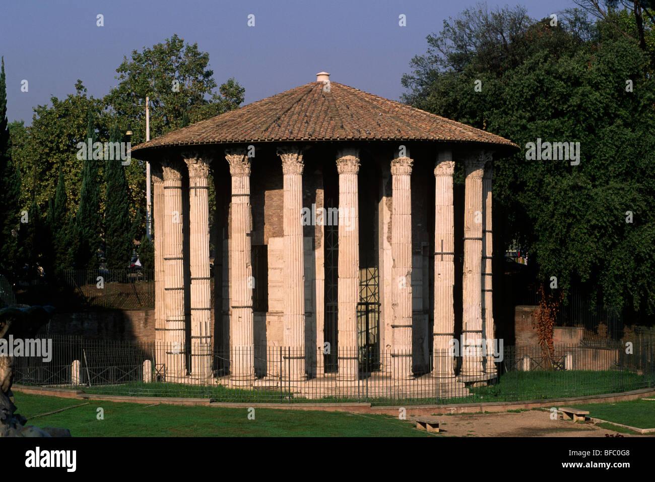 italy, rome, foro boario, forum boarium, temple of hercules victor (also called temple of vesta) - Stock Image