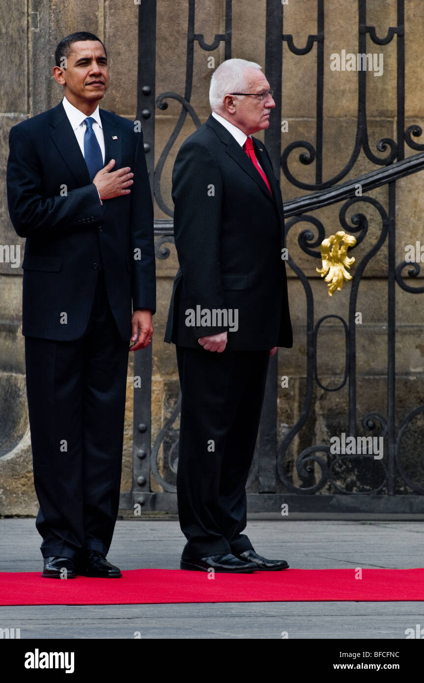 The US President Barack Obama and the Czech President Vaclav Klaus during the welcome ceremony in Prague, 5 April - Stock Image