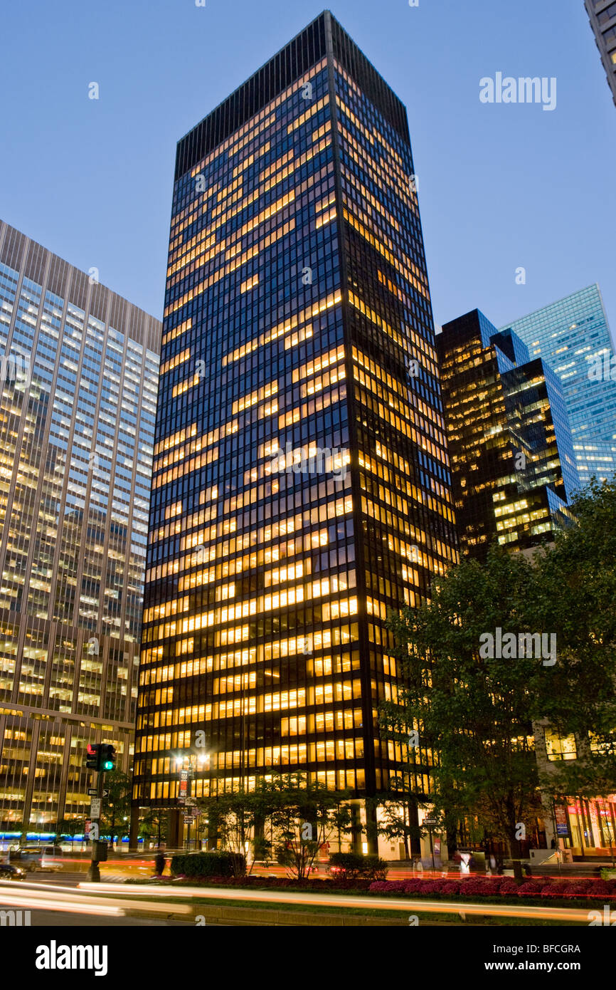 Seagram Building, Philip Johnson, Mies van der Rohe, International style, first to use floor to ceiling windows, - Stock Image