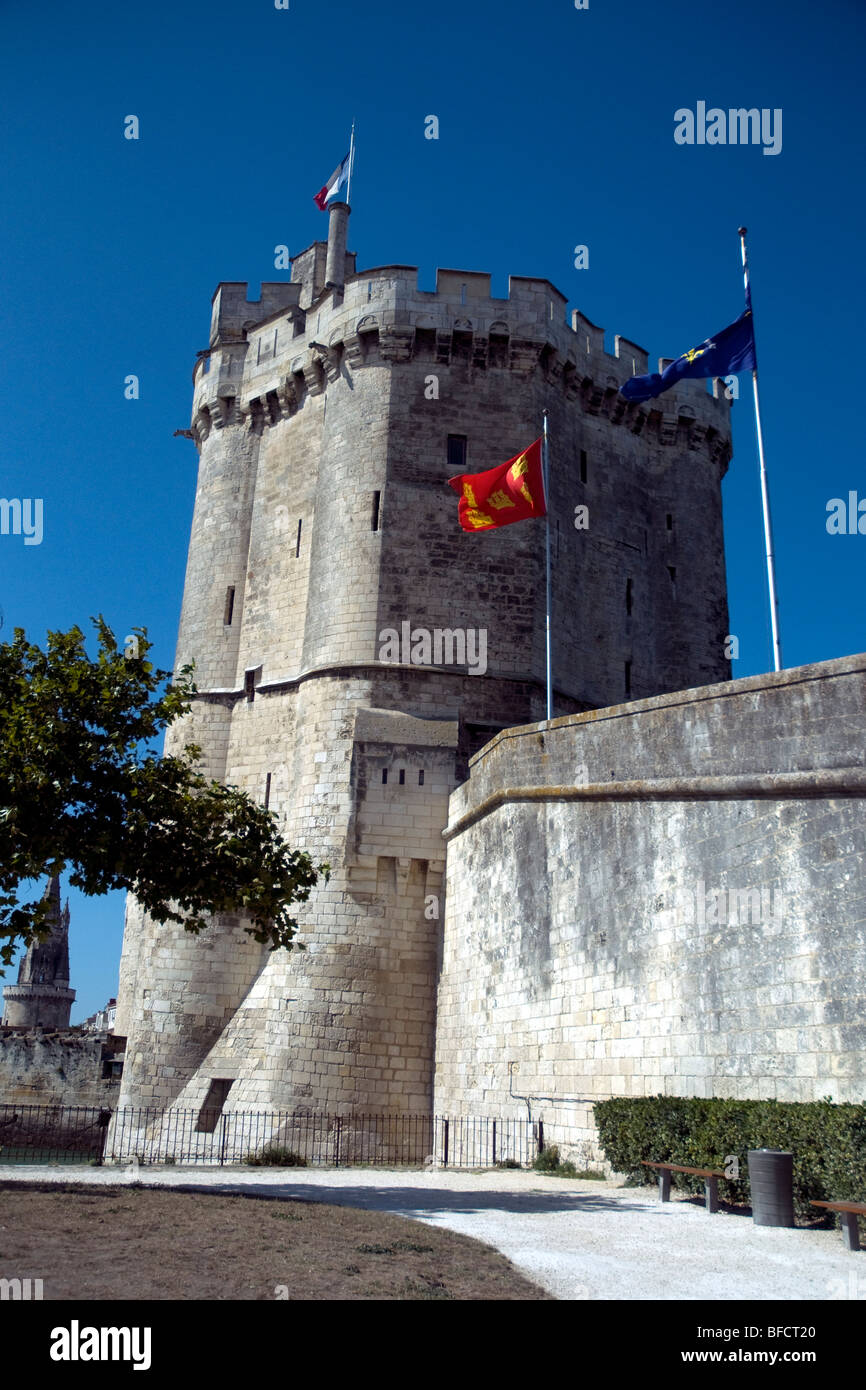 The imposing Saint-Nicolas tower stands guard at the entrance to La Rochelle's Old Port - Stock Image