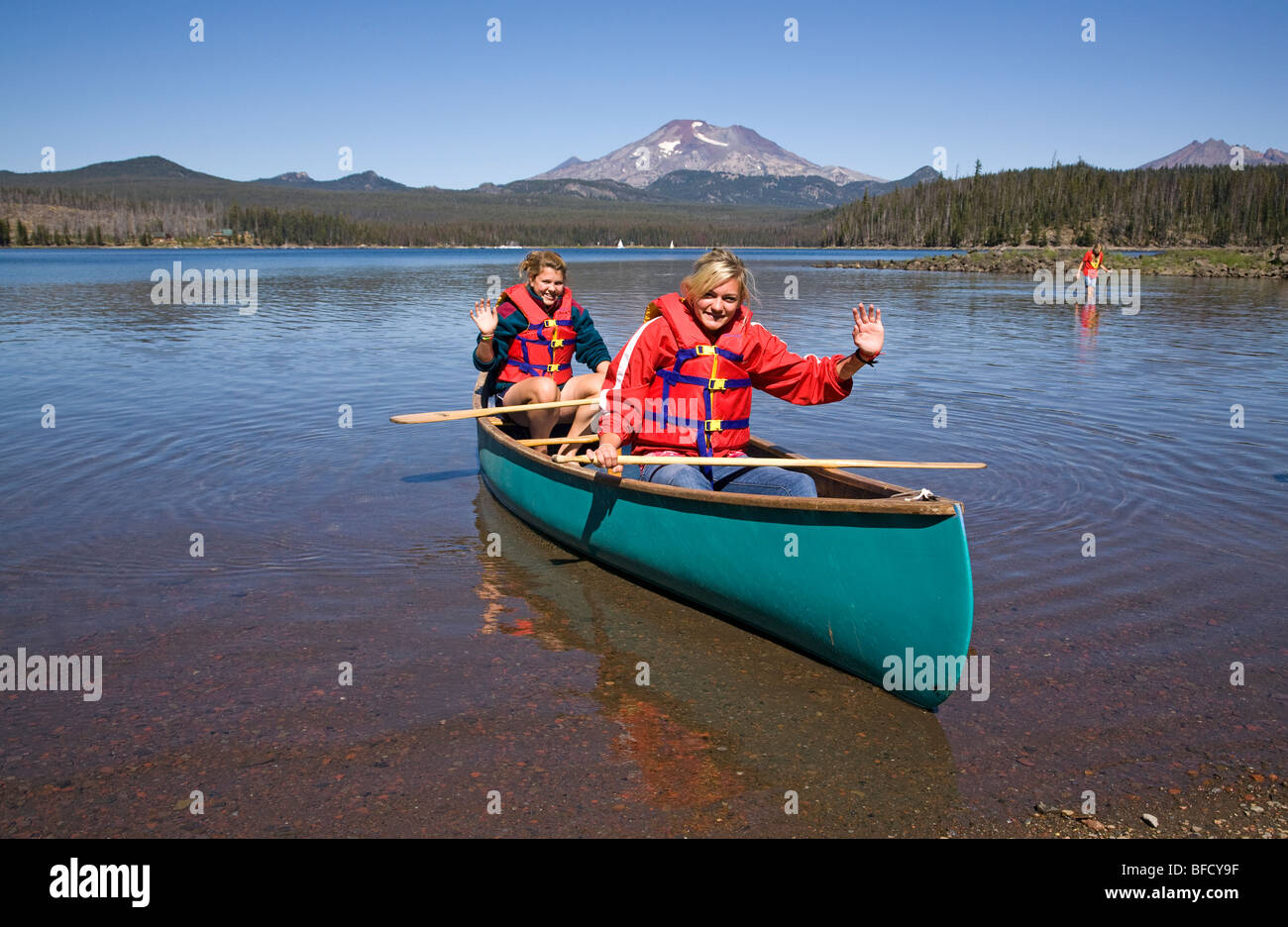 Girls Wearing Life Jackets On Stock Photos Amp Girls Wearing