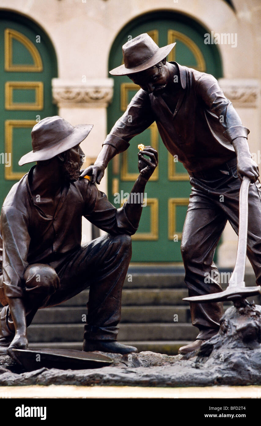 Statue depicting gold discovery Australia - Stock Image