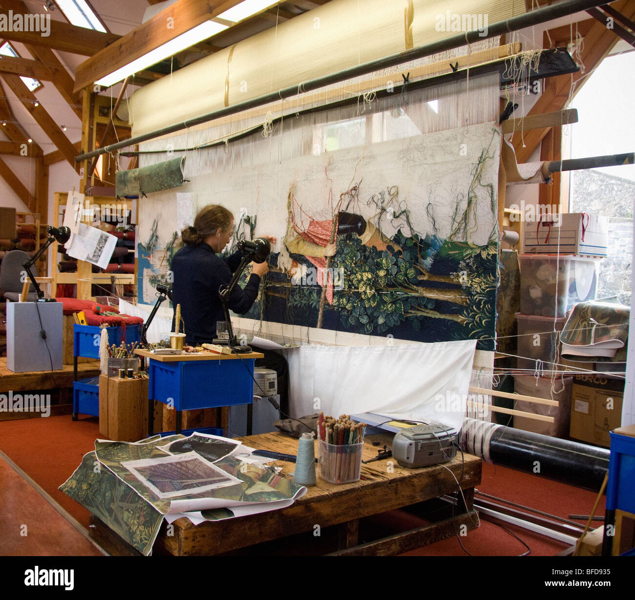 Weaver working on tapestry in the Tapestry Studio at Stirling Castle. - Stock Image