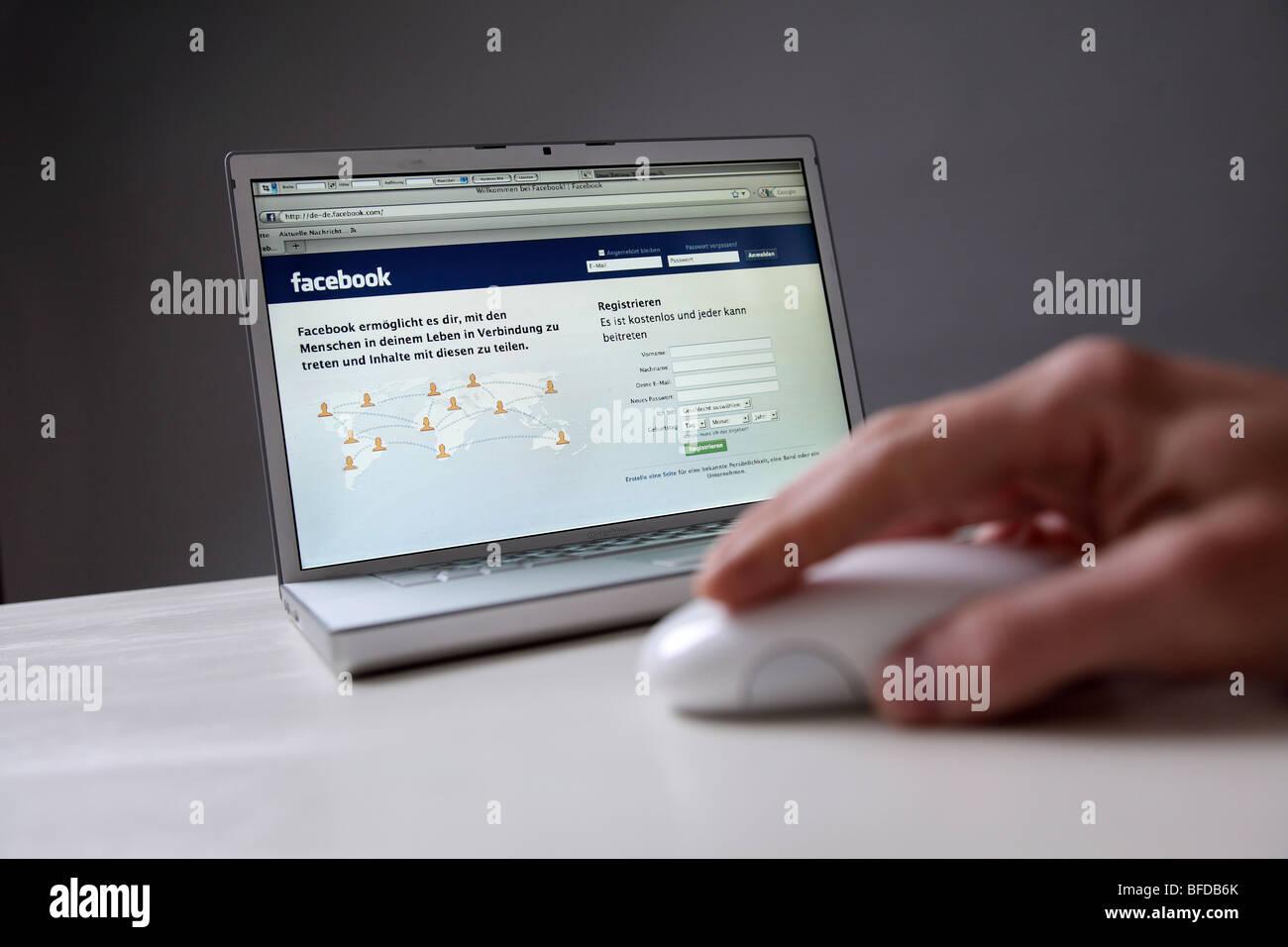 Facebook Internet Site: social networks online - Stock Image