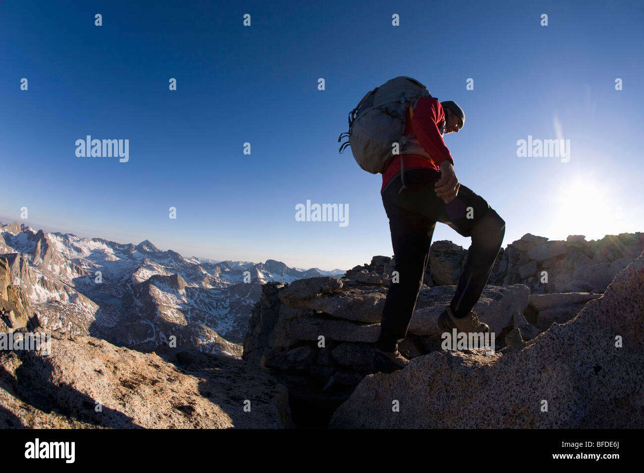 Male hiker on the Evolution Traverse, Kings Canyon National Park, California. - Stock Image