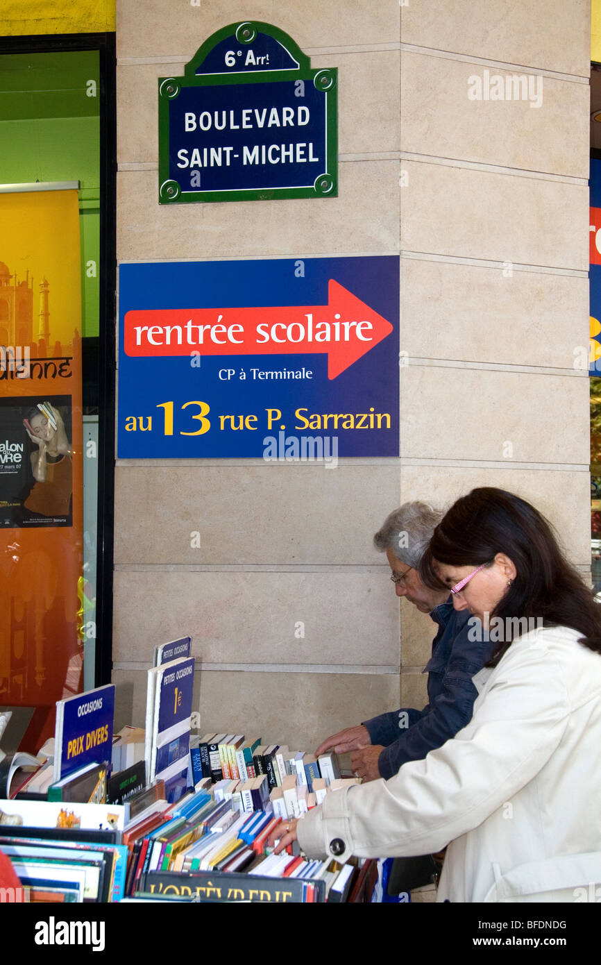Customers shopping at a bookstore along Boulevard Saint-Michel in the Latin Quarter of Paris, France. - Stock Image