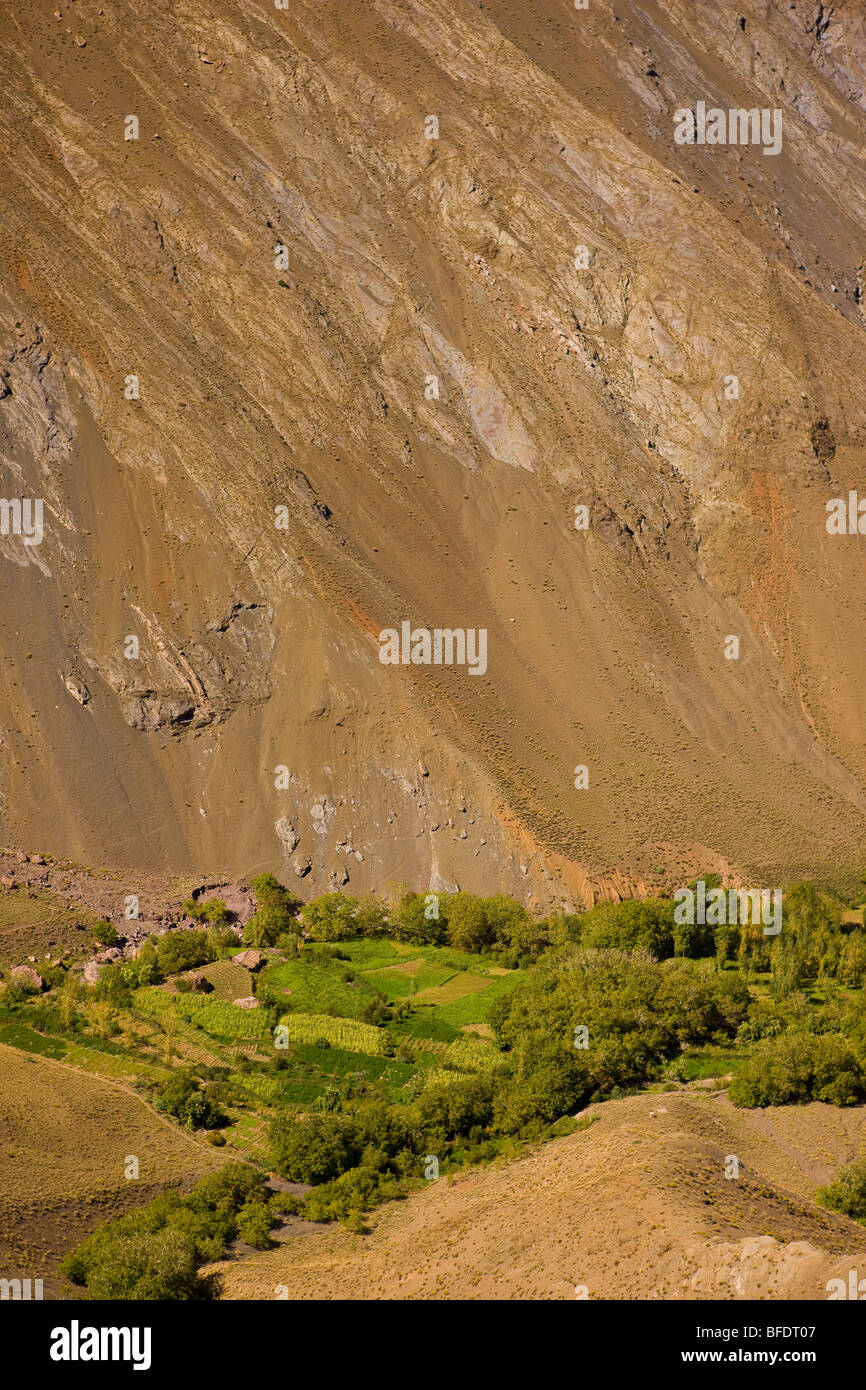 TINIFIFFT PASS, MOROCCO - Oasis of vegetation and cultivated land by river, in Atlas mountain valley. - Stock Image