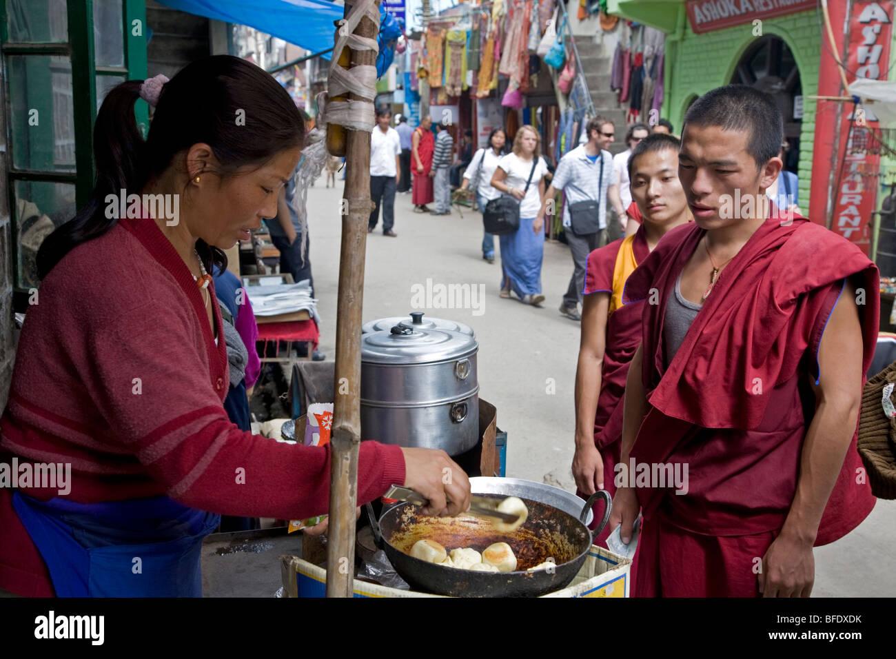 Tibetan woman frying momos. McLeod Ganj. Dharamsala. Himachal Pradesh. India - Stock Image