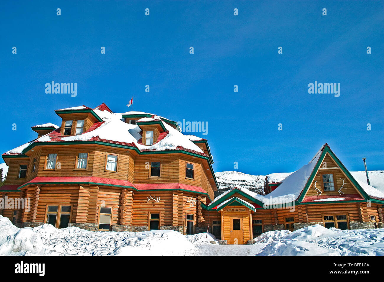 Num Ti Jah Lodge in winter along Icefields Parkway, Alberta, Canada. - Stock Image