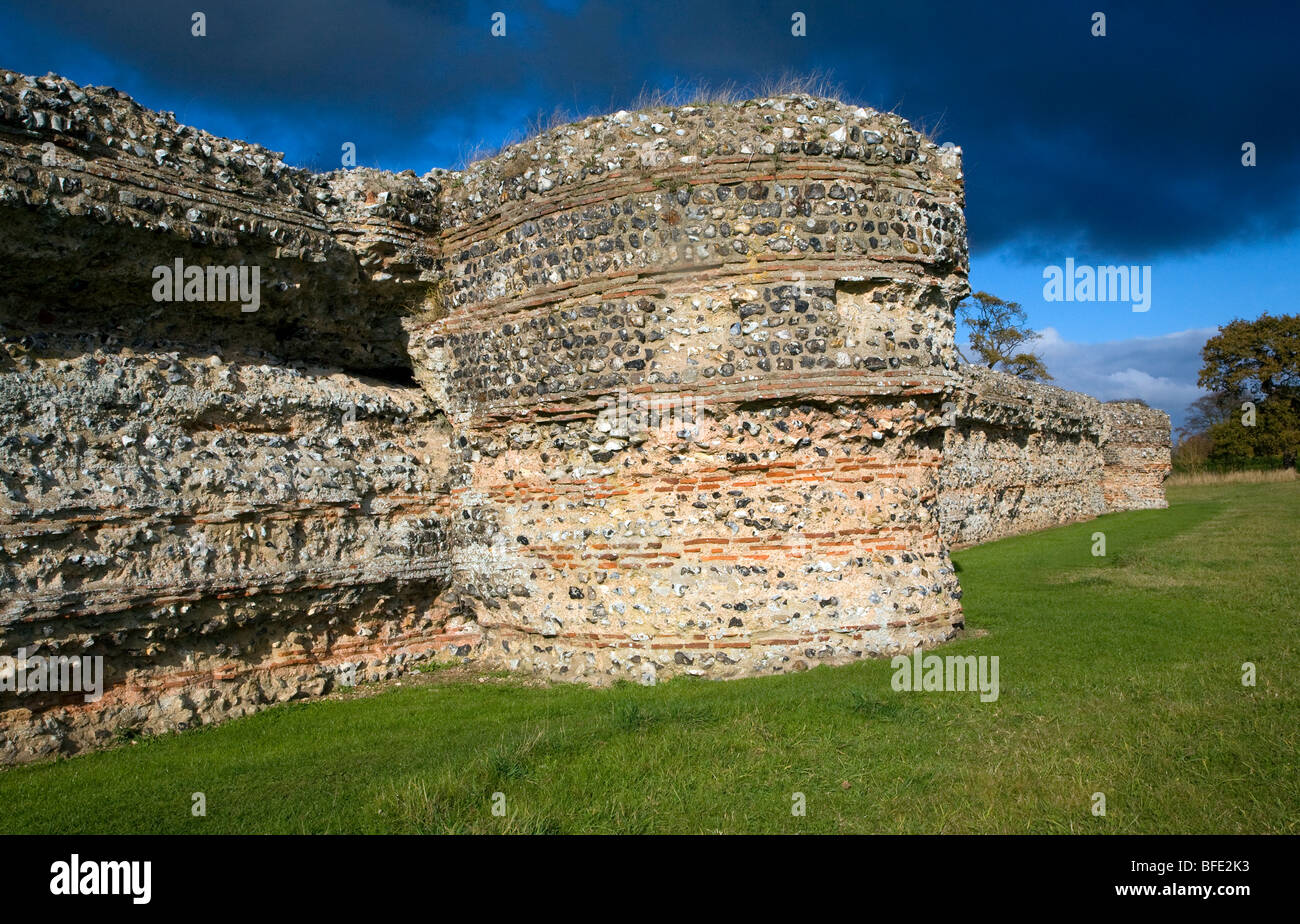 Brick work walls of Roman fort, Burgh Castle , Suffolk, England - Stock Image