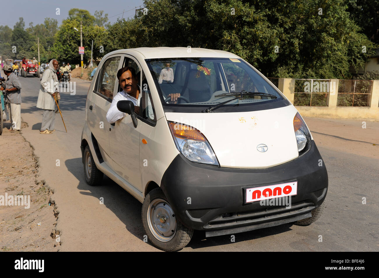 How To Drive A Car In India In Hindi