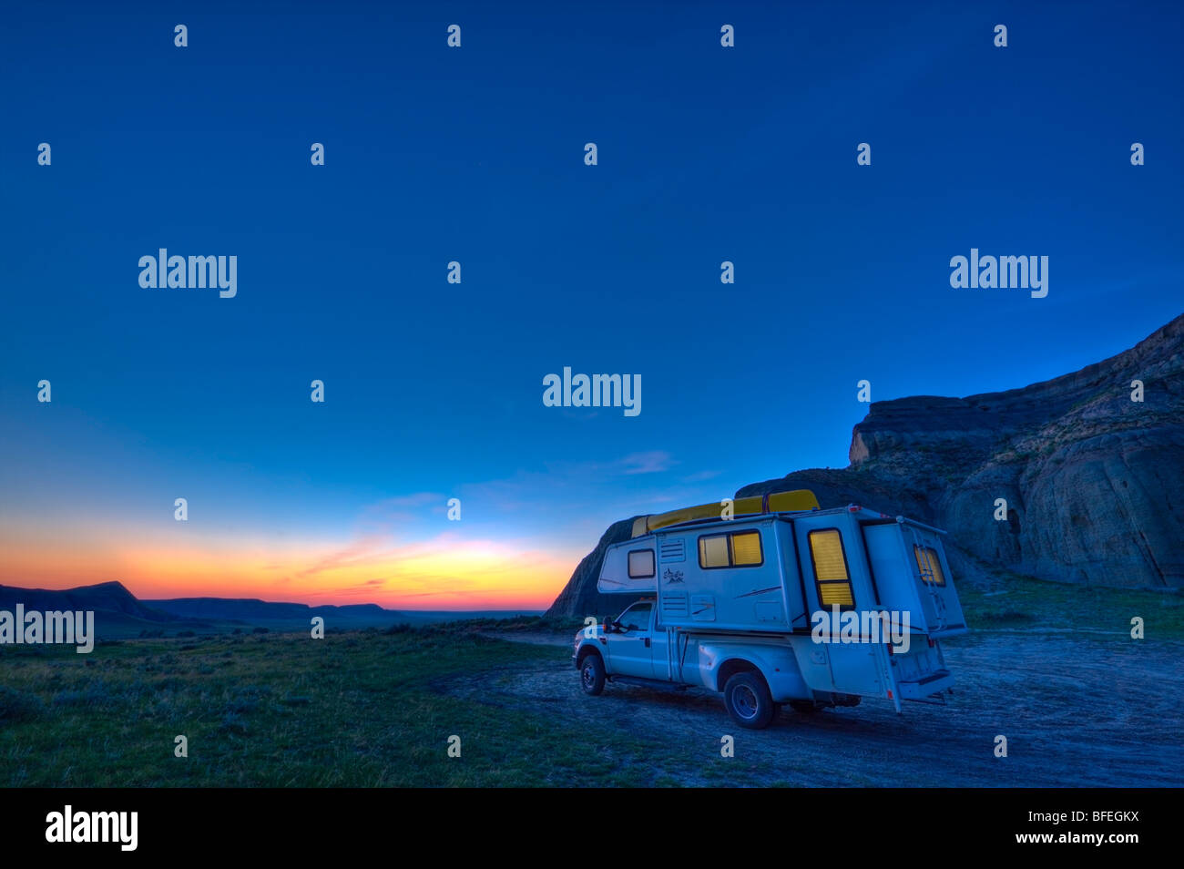Camper at Castle Butte at dusk in the Big Muddy Badlands of southern Saskatchewan, Canada - Stock Image
