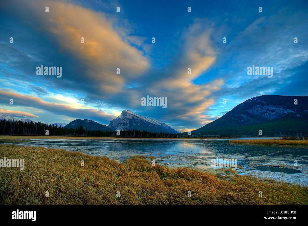 Sunset clouds over Mount Rundle and the Vermillion Lakes, Banff, Alberta, Canada - Stock Image