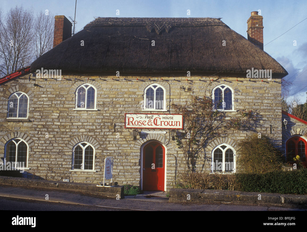 Huish Episcopi Somerset UK Rose & Crown traditional pub free house early 19th century stone thatched roof gothick - Stock Image
