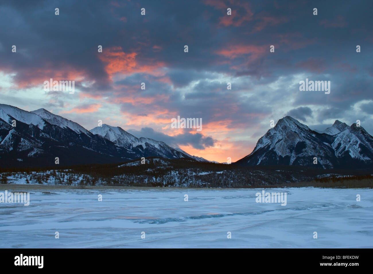 Abraham Lake in winter sunrise, Kootenay Plains, Alberta, Canada - Stock Image