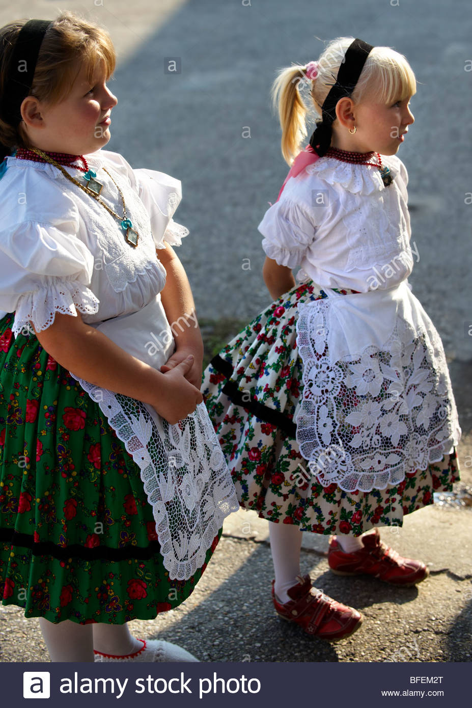 Young Svab children in traditional dress, Hajos (Haj s) Hungary - Stock Image