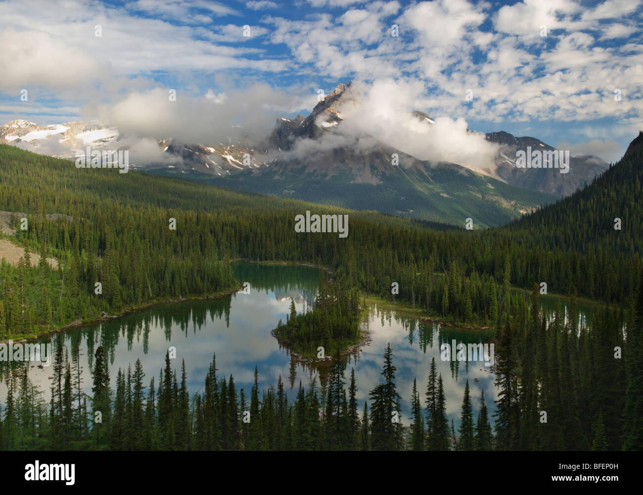 Cathedral Mountain, Morning Glory Lake, Lake O'Hara, Yoho National Park, British Columbia, Canada - Stock Image