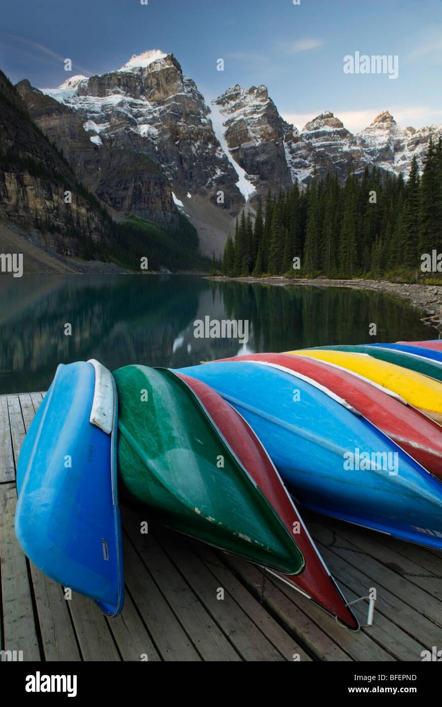 Canoes, Valley of the Ten Peaks, Wenkchemna Range, Moraine Lake, Banff National Park, Alberta, Canada - Stock Image