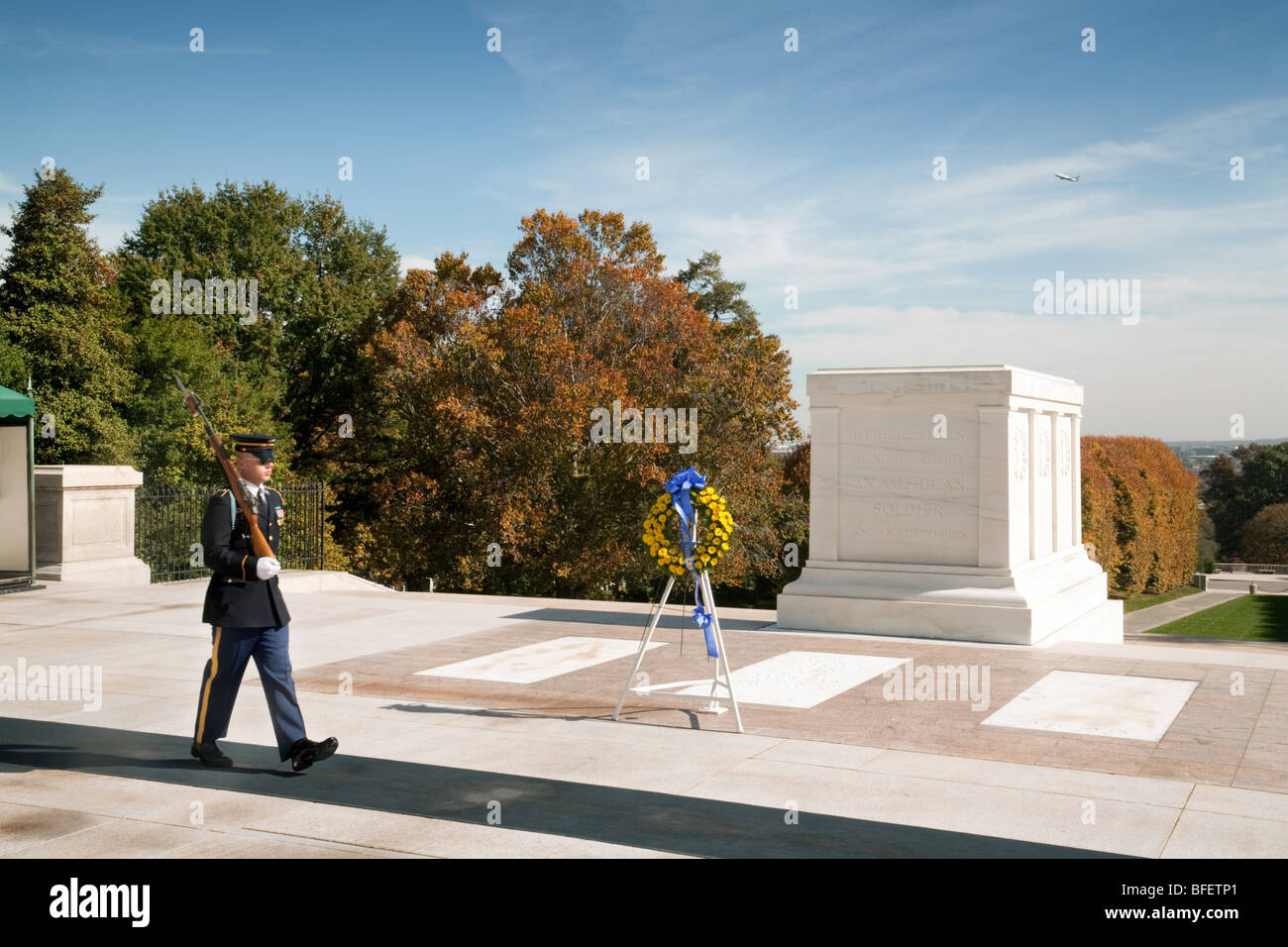 A soldier on duty at the Tomb of the Unknown Soldier, Arlington ...