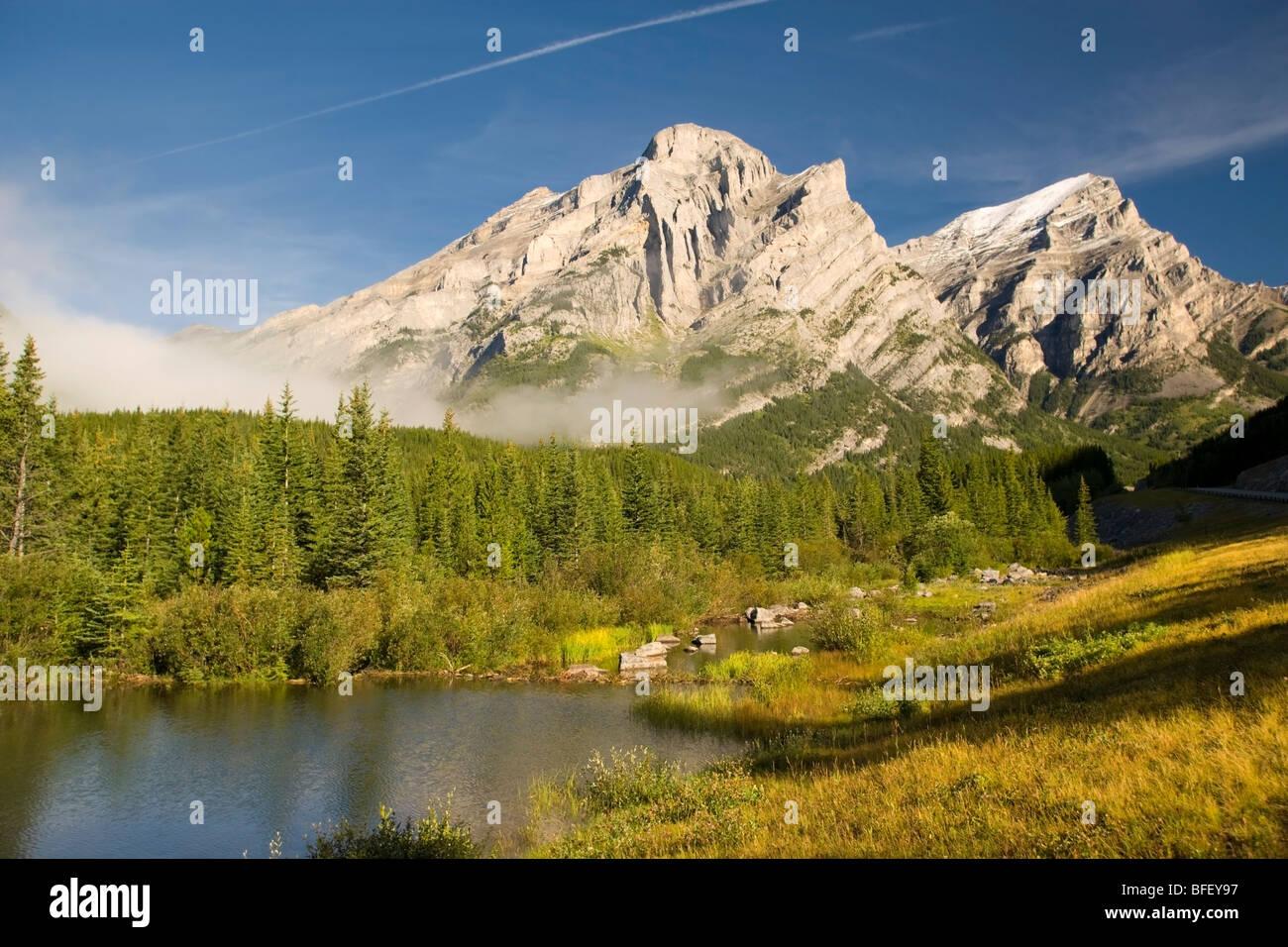 Wedge Pond, Kananaskis Provincial Park, Alberta, Canada, mountain, lake, reflection, trees, fog - Stock Image