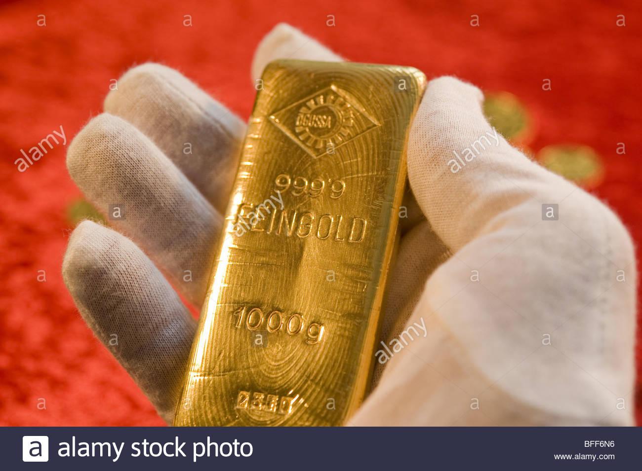 Gold Bar Stock Photos & Gold Bar Stock Images - Alamy