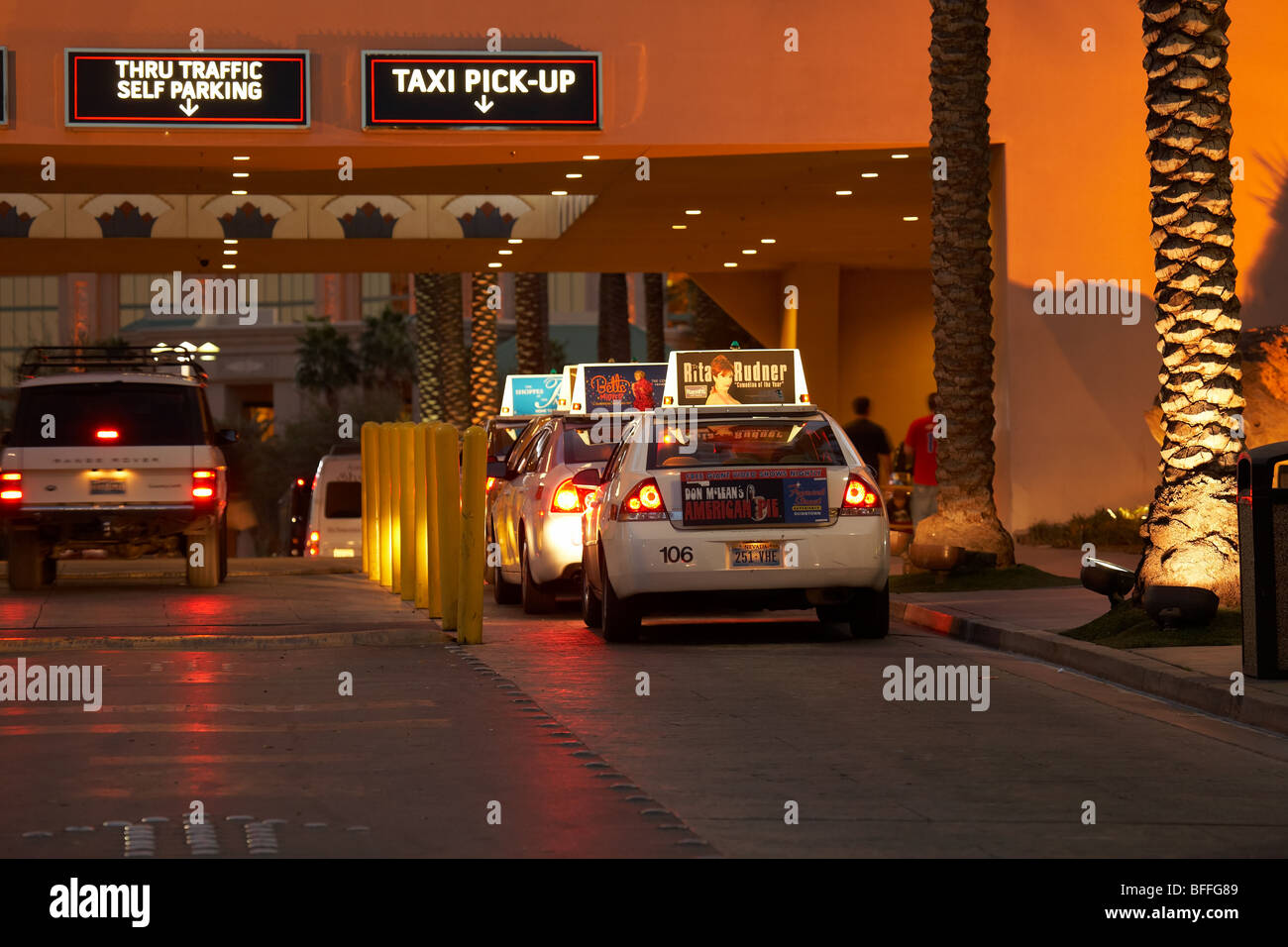 Cars parking in Luxor hotel casino Stock Photo: 26772265 - Alamy