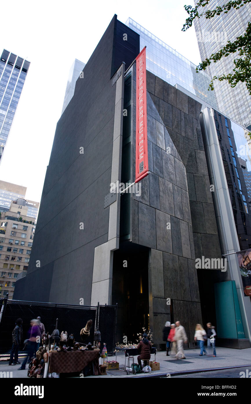 American Folk Art Museum, first architectural use of a white bronze alloy known as Tombasil, New York City - Stock Image