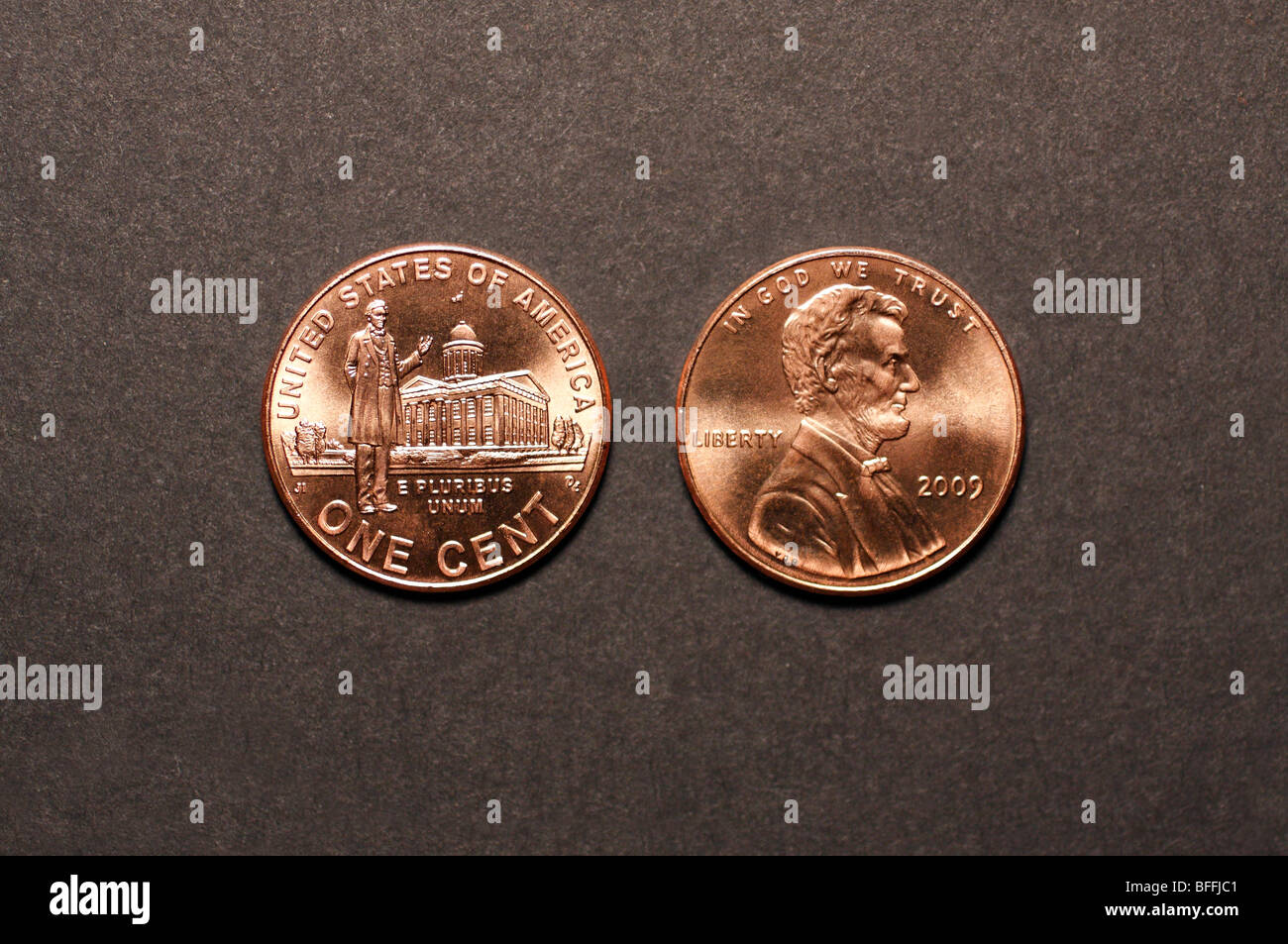 2009 U.S. Penny (Obverse & Reverse) Abraham Lincoln Standing by the Illinois State House on reverse. - Stock Image