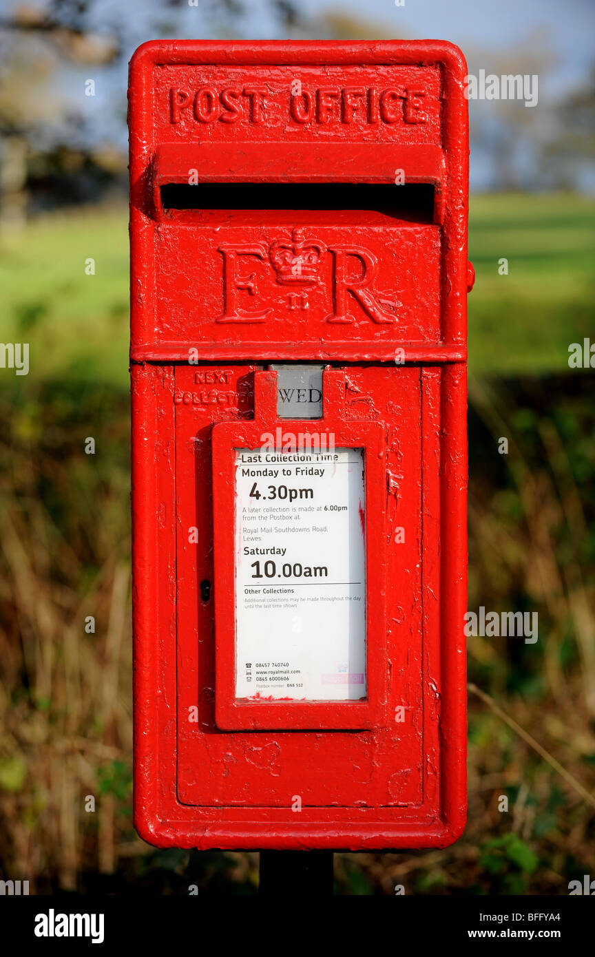 Traditional red post box down a country lane - Stock Image