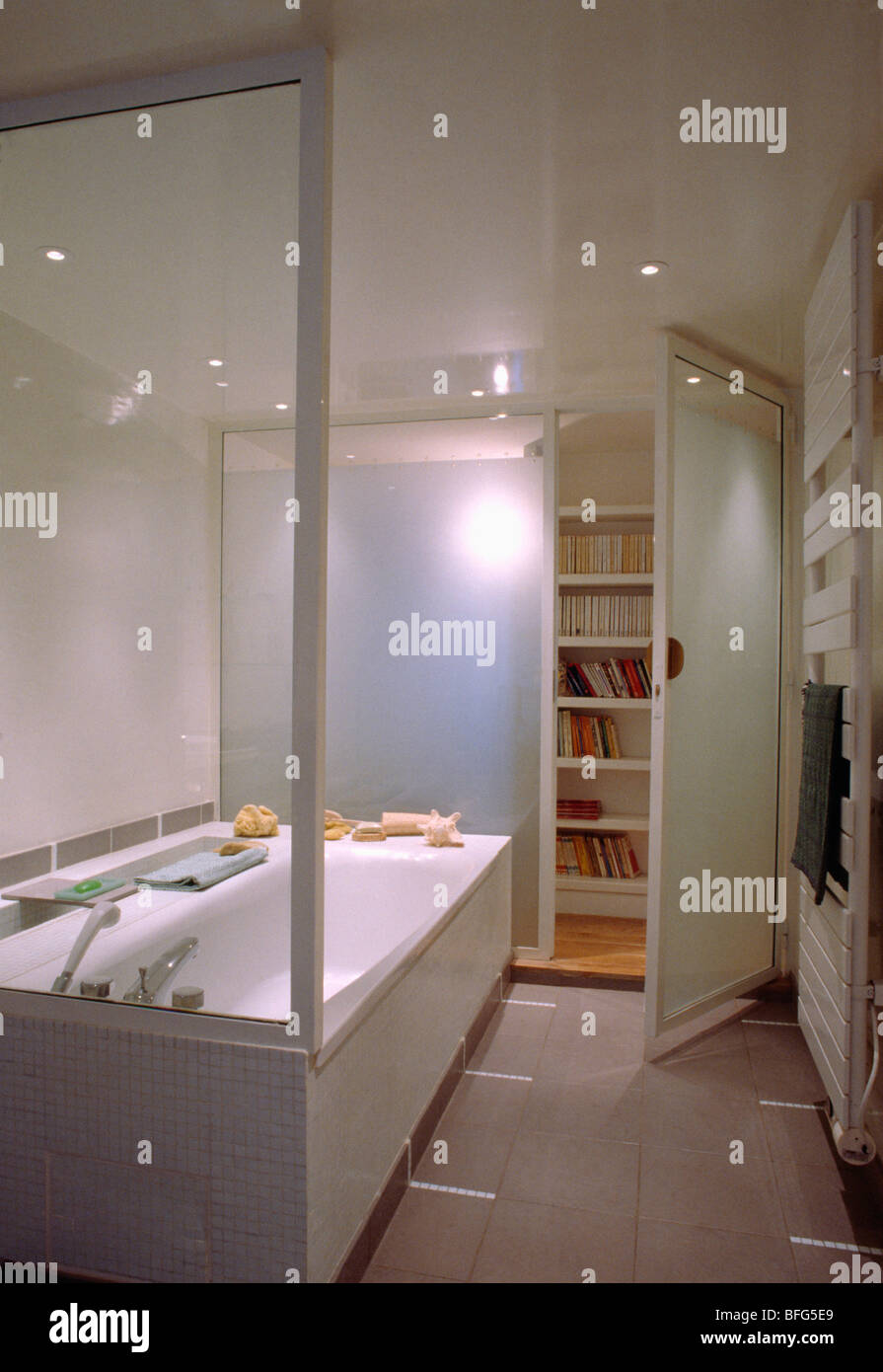 Modern white bathroom with recessed ceiling lights - Stock Image