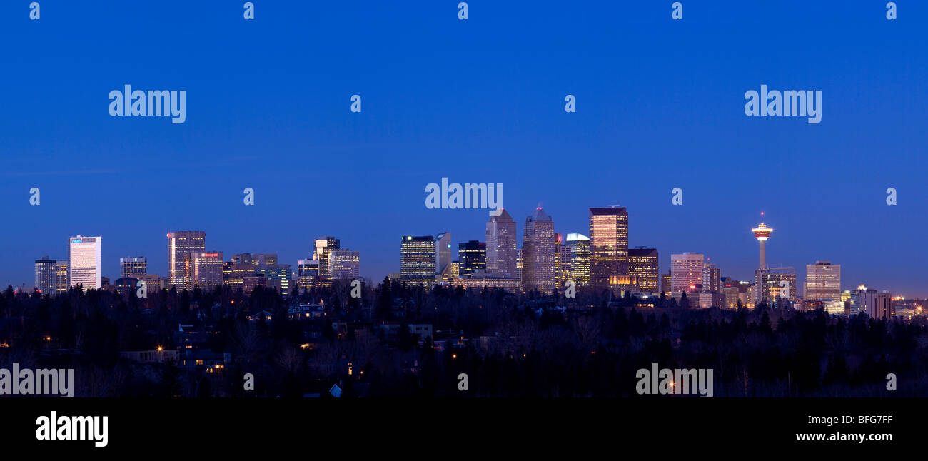 Panoramic view of Calgary Alberta looking north with a view of the Calgary Tower on a clear night - Stock Image