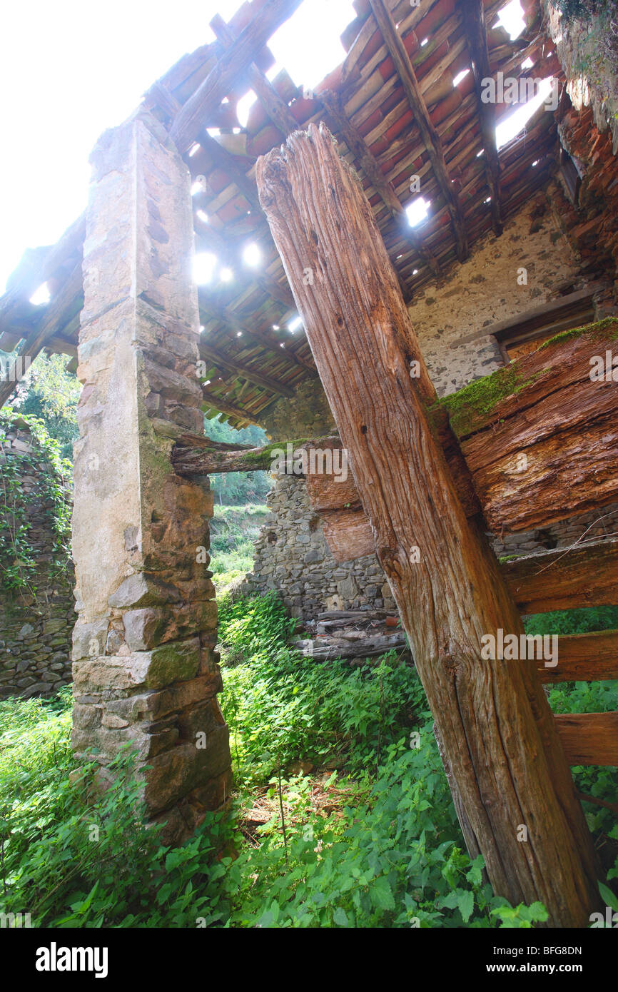 Spain, Cataluna, house villa farm old wrecked demolished house, obsolete and outdated, out-of-date, superannuated - Stock Image
