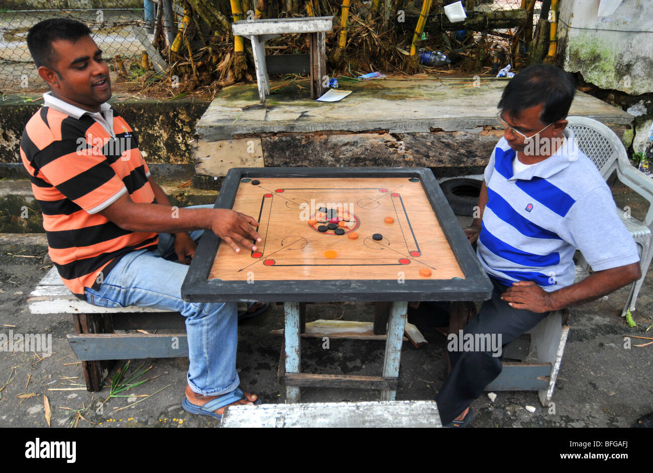 Carrom Board Game Sri Lanka Men Play Carrom Outside