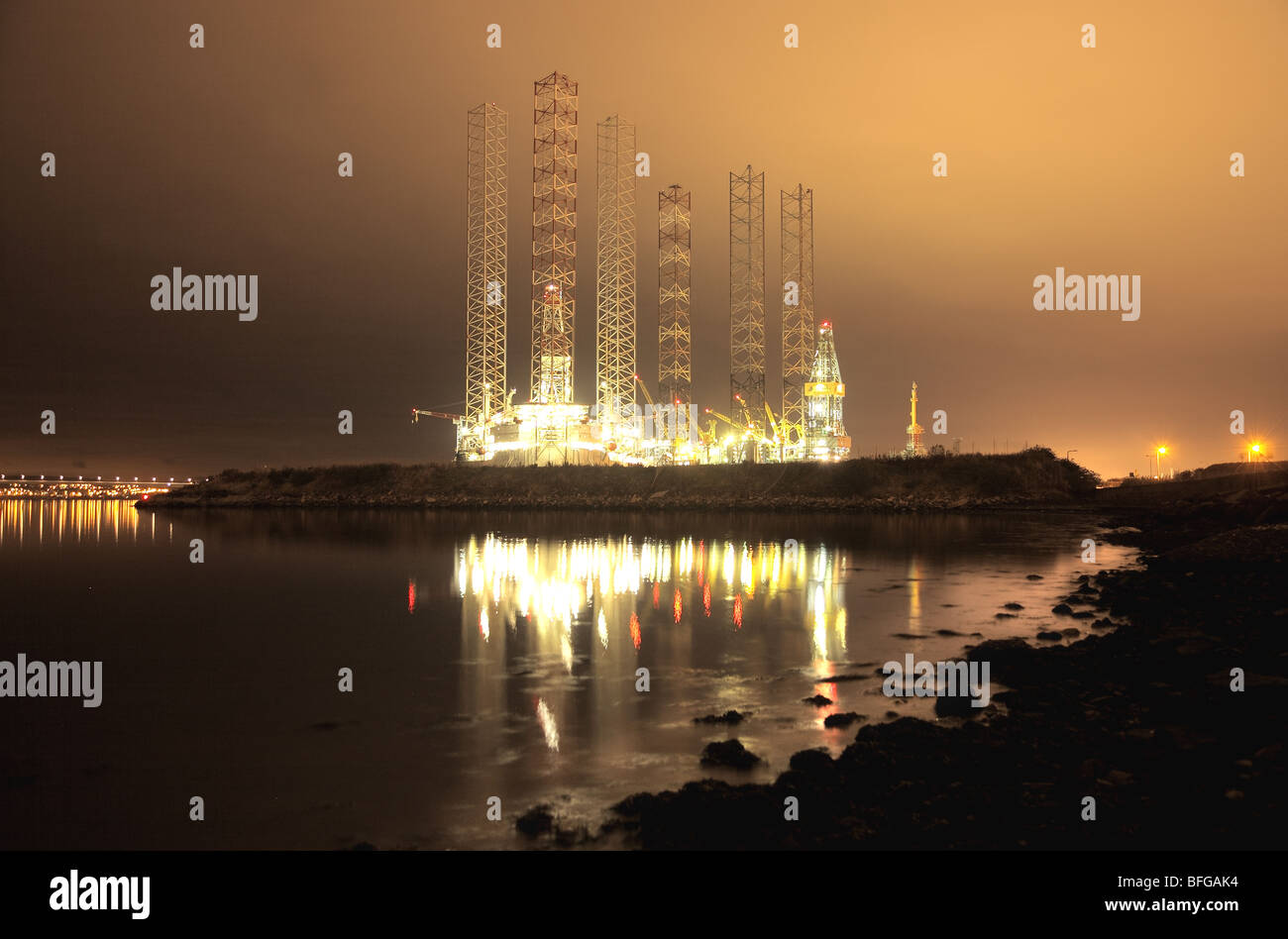 Dundee docks,oil construction - Stock Image