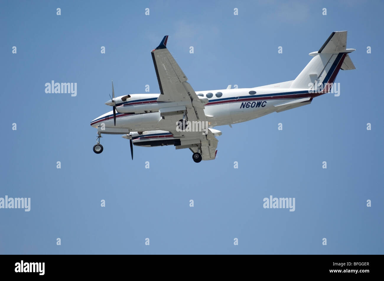Twin Turboprop landing-  Beech Super King Air 350 Fixed wing multi engine (19 seats / 2 engines) - Stock Image