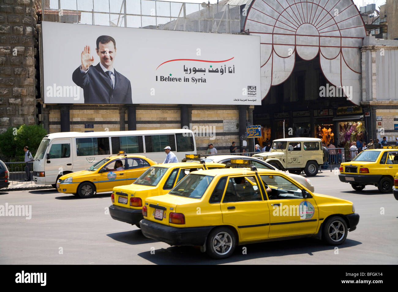 Poster with Bashar al-Assad smiling and saluting at the entrance of the bazaar, Damascus, Syria, Middle East - Stock Image
