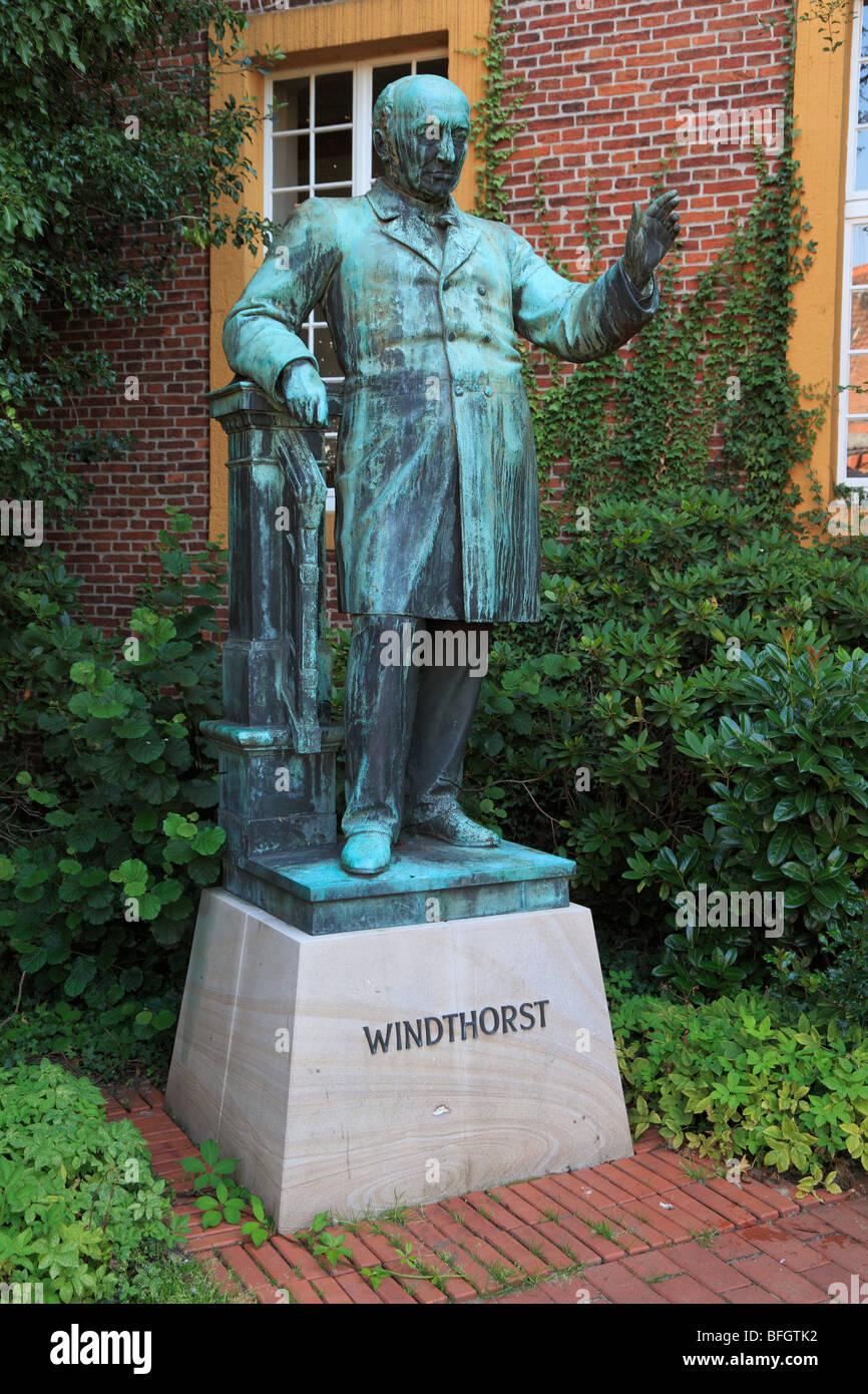 Denkmal des Abgeordneten der Deutschen Zentrumspartei im Deutschen Reichstag Ludwig Windthorst, Meppen, Emsland, - Stock Image