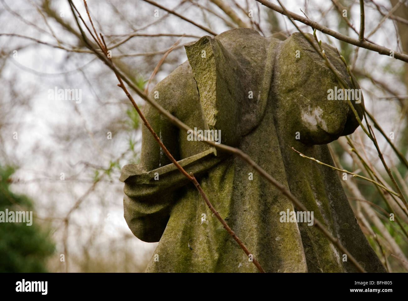 Angel statue with broken wing at Highgate cemetery, London England UK - Stock Image