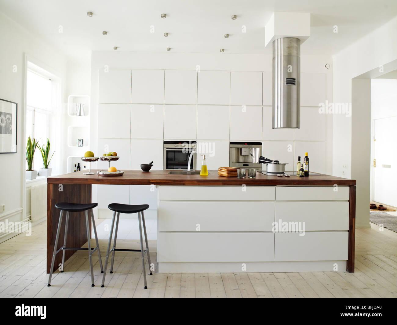Modern Bright Kitchen Stock Photos Amp Modern Bright Kitchen
