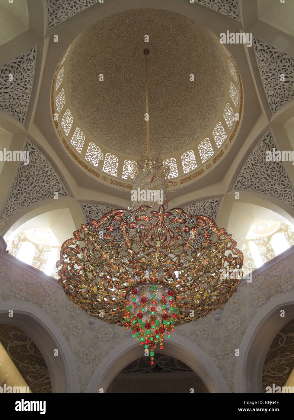 Large chandelier from the main dome of Sheikh Zayed Bin Sultan Al Nahyan Mosque - Stock Image