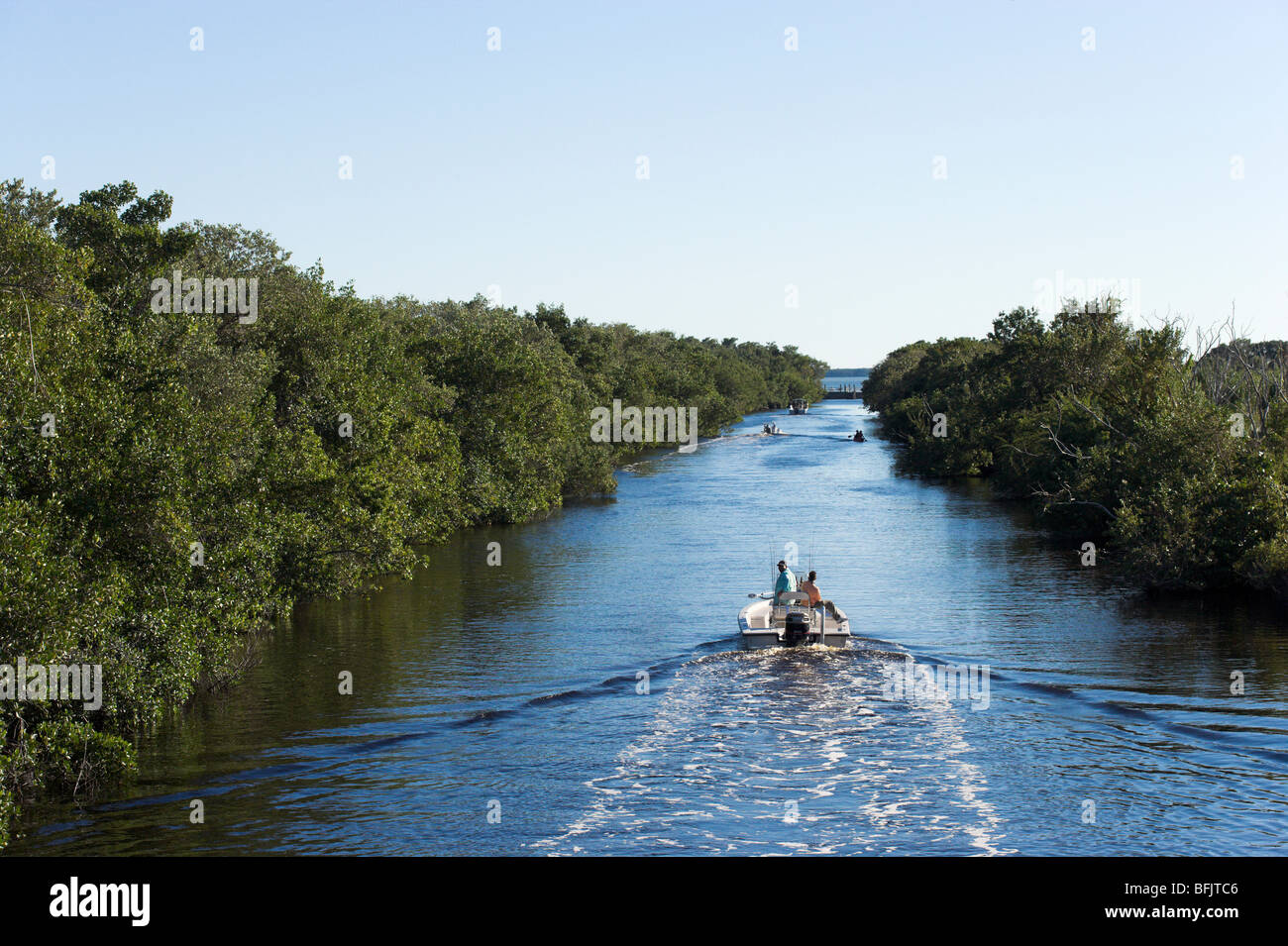 Boaters on the Buttonwood Canal near Flamingo, Everglades National Park, Florida, USA - Stock Image