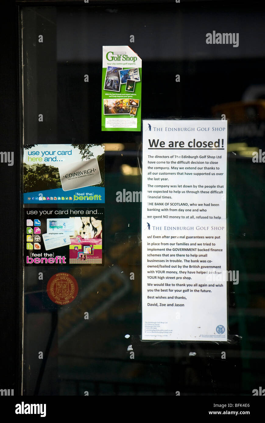 Notice on closed-down shop door in Edinburgh telling the public how the Bank of Scotland and the Government have - Stock Image