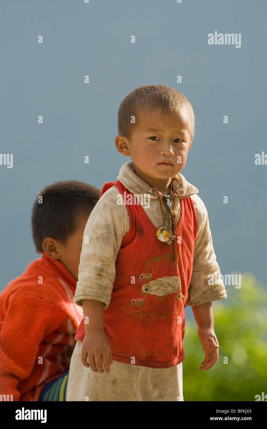 Bhutan, Young boys by roadside, Trongsa area - Stock Image