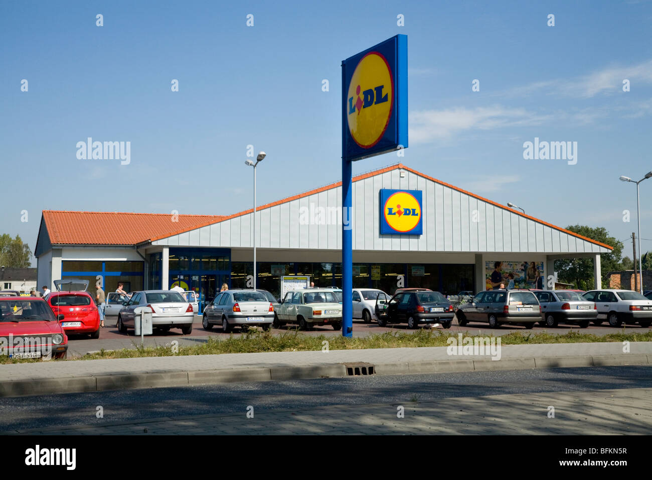 Lidl supermarket on a Polish road, in the town of Kedzierzyn-Kozle Stock Photo: 26863923 - Alamy