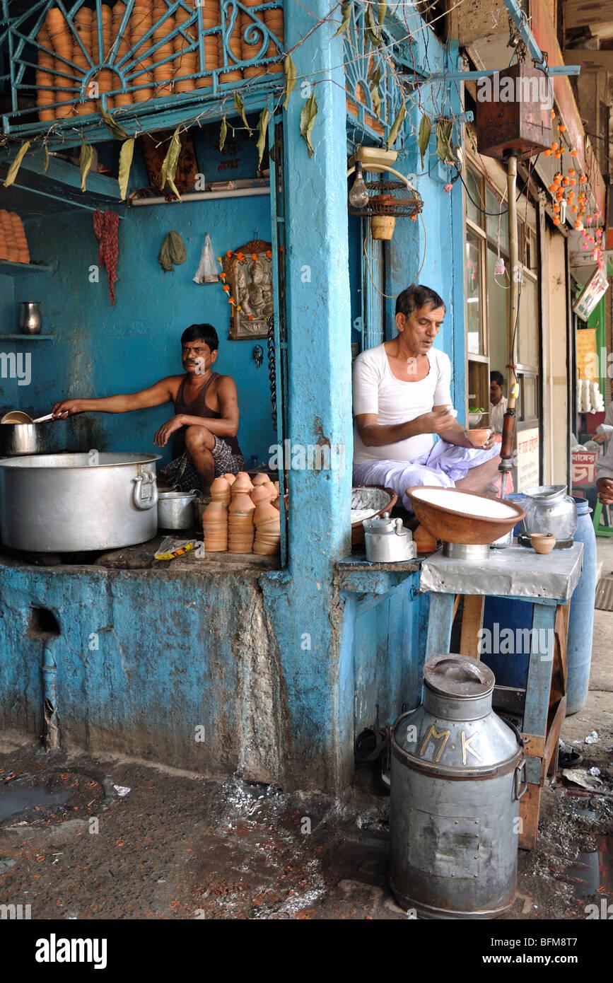 Making curd in Kolkata - Stock Image
