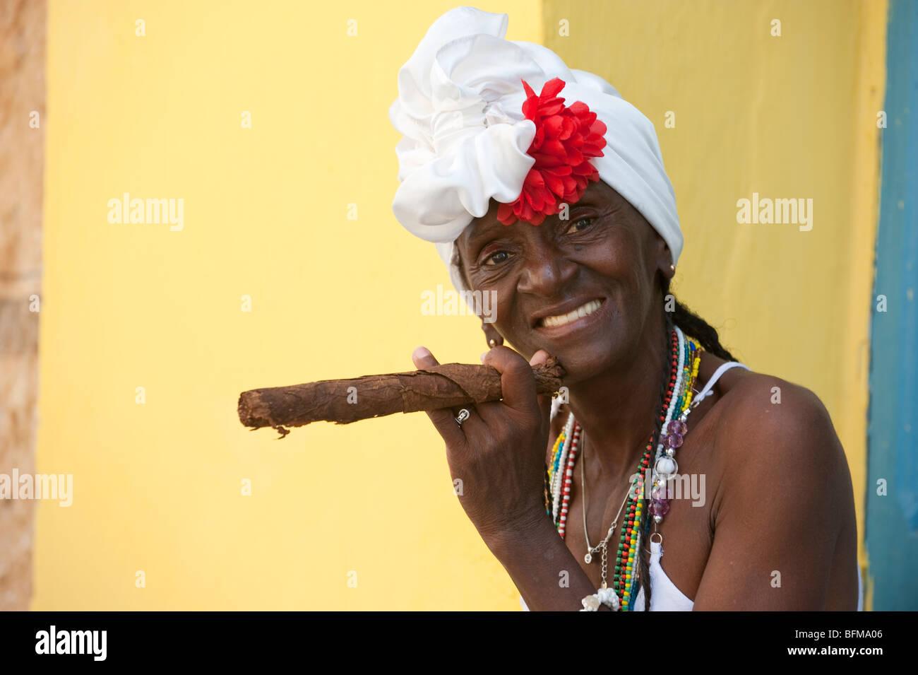 Smoking Cigar And Cuba Stock Photos & Smoking Cigar And Cuba Stock ...