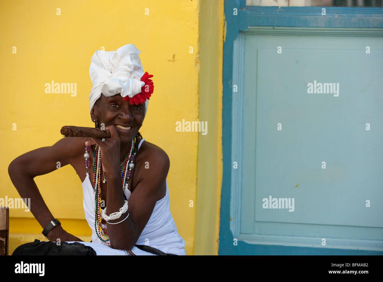 Cigar In Havana Stock Photos & Cigar In Havana Stock Images - Alamy