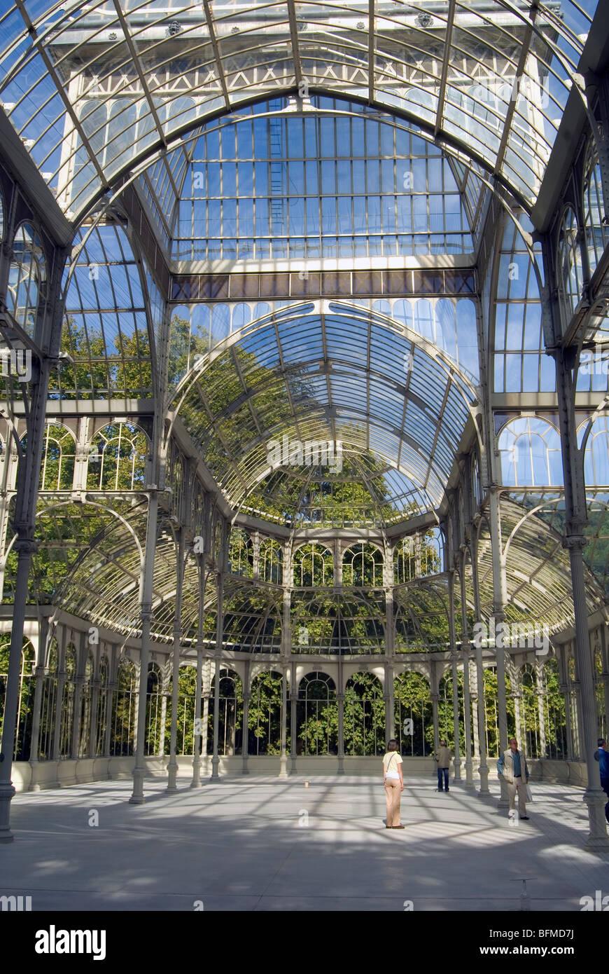Palacio de Cristal en el Parque del Retiro en Madrid - Stock Image