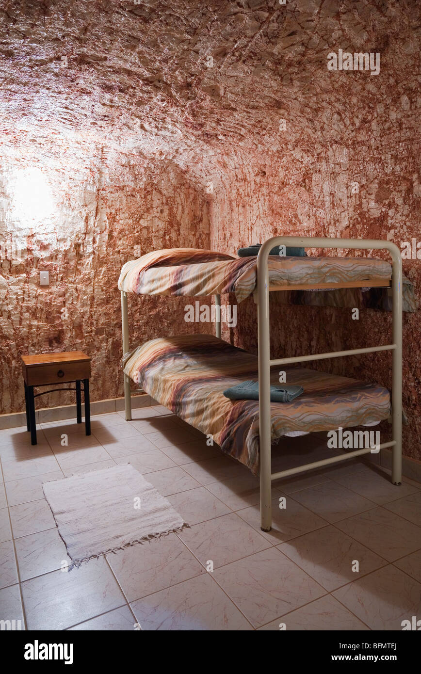 Australia, South Australia, Coober Pedy. Underground accommodation at Radeka's Downunder Dugout Motel and Backpackers. - Stock Image